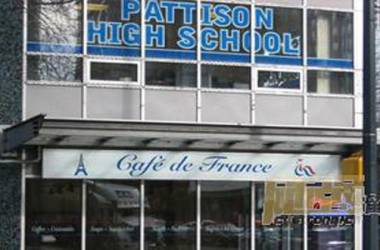 Pattison High School, tỉnh bang British Columbia, Canada.